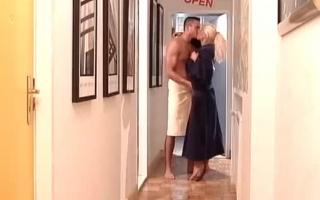 Blondine mit dicken Titten vor der Kamera fickt ihn in der Klinik