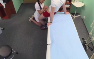 Junger Patient und sexy Milf mit den größten Titten - Livecam privat