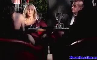 Canela Secret spendi mit ihren Titten