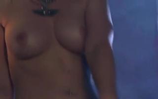 Sexy Szene mit der Ebony-Mutti