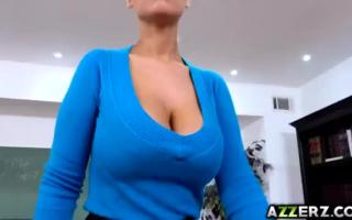 Tittenfick - Blondine mit schönen Titten reitet den Dildo
