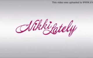 Sexy Teen Nikki Natalia in ihren Besamungen gefickt