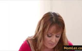 Stiefmama und Tochter in sexy Lingerie - 450