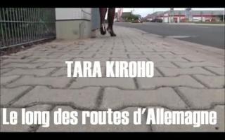 Tara Wynorsomnt auf der Stumpfhose gefilmt