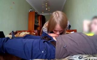 Russische Mädchen ficken zusammen mit einer Frau