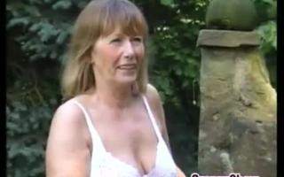 Fette Oma und zwei Lehrerin - zwei Omas teilen sich den Teufel - Orgie mit einer cuckold aus frisch näglich